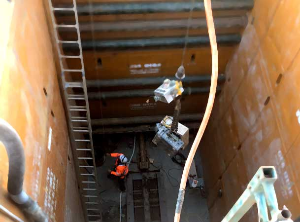 Leppington Pezzimenti Microtunnelling Lowering controls to operator