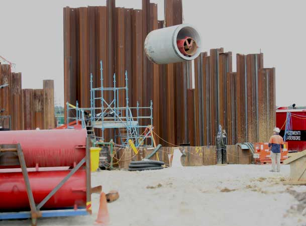 Auger Boring Spoil Extraction Microtunneling Jacking Pipe Lifted into Shaft