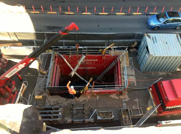 Barrangaroo Microtunnelling Pezzimenti Site Setup Lowering Rod