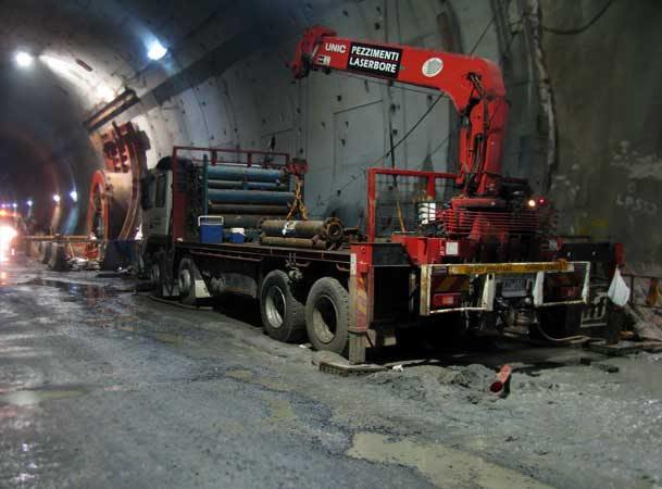 Clem7-Road-Tunnel-Pezzimenti-Microtunneling-Loading-Rods