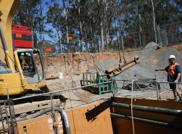 Harrington Grove Microtunneling Pezziment lowering rods with excavator